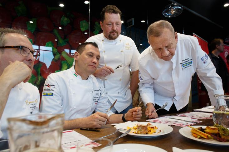 Szakács- és pincértanoncok mérték össze tudásukat a MOL Arénában